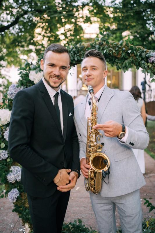 Ведущий и саксофонист на свадьбу